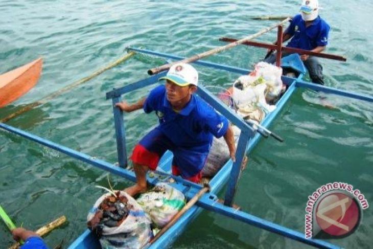 Sampah plastik cemari pantai Ternate