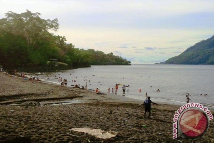 Korem Babullah bersihkan Pantai Sulamadaha