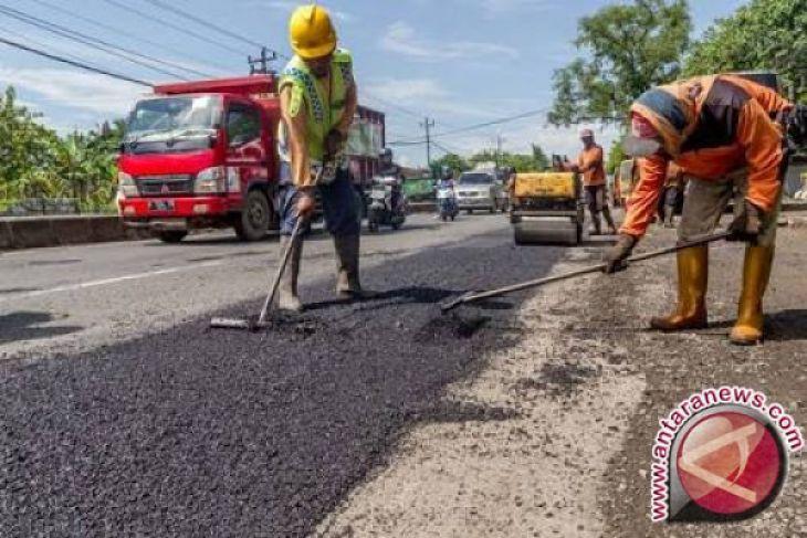 Gubernur Dorong Pemanfaatan Aspal Campur Limbah Plastik