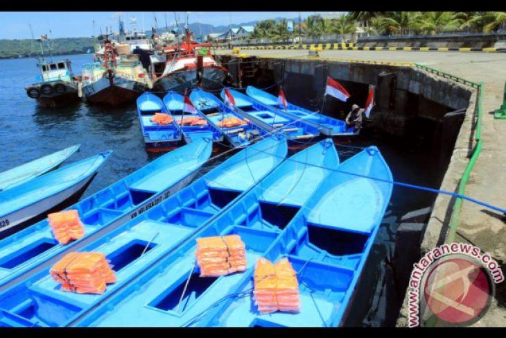 KKP Serahkan 134 Kapal untuk Nelayan Maluku