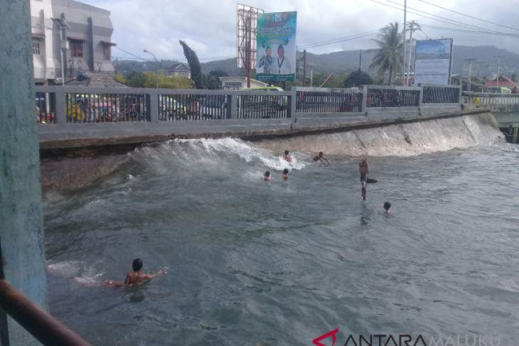 Waspadai gelombang tinggi di sejumlah perairan
