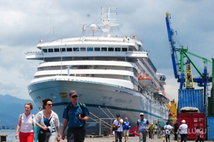 MS Artania kembali singgah di Ambon