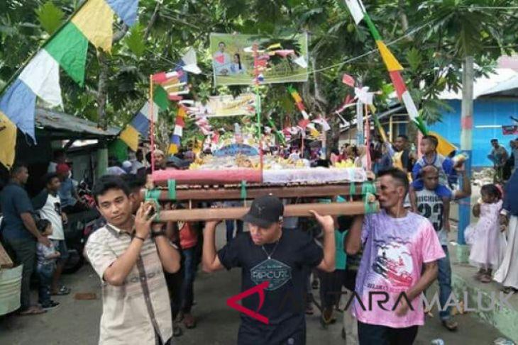 Tradisi tapur semarakkan Idul Fitri di Tengahtengah