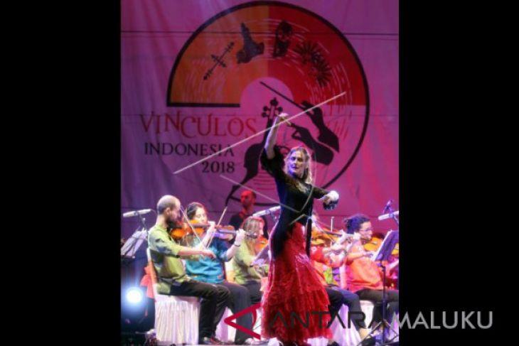 Orkestra Spanyol kolaborasi dengan tahuri Hutumuri