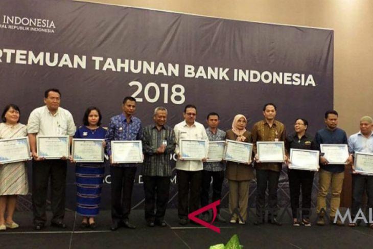 13 mitra Bank Indonesia Maluku terima award