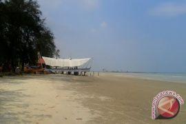 BKIPM Gelar Bersih Pantai Pasir Padi Pangkalpinang