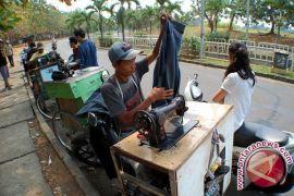 Bang Jablai, Penjahit Keliling Roda Tiga Nan Perkasa