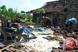 63 rumah rusak diterpa angin puting beliung