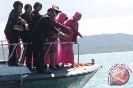 Peringati HUT Bhayangkara, Polres Bangka Selatan Tabur Bunga di Pelabuhan