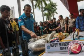 Polisi Indonesia-Malaysia Bongkar Sindikat Pengedar Narkoba