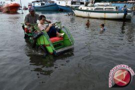 Puluhan Rumah di Cilacap Tergenang Banjir Rob