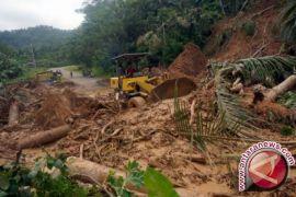 Basarnas Evakuasi Empat Korban Banjir Pacitan
