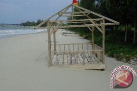Warga Minta Pemerintah Perbaiki Fasilitas Pantai Penganak - (d)