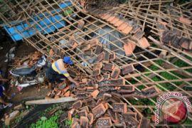 Puluhan Rumah Probolinggo Rusak Diterjang Puting Beliung