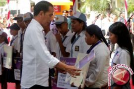 Presiden serahkan 2.405 sertifikat tanah untuk NTT