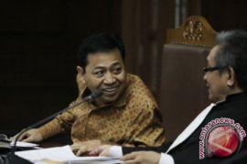 Setya Novanto mengaku kesalahan terbesarnya suka membantu orang