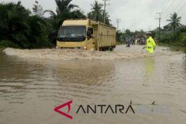Ruas jalan Koba-Toboali terendam banjir