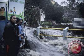 Satu rumah di Bandung jebol akibat luapan banjir Sungai Citepus