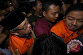 KPK perpanjang penahanan Wali Kota Kendari dan ayahnya