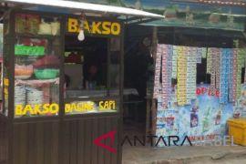 PT Timah bantu pedagang kuliner Pantai Matras