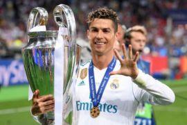 Para penggemar Real Madrid desak Ronaldo bertahan