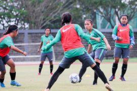 Latihan Timnas Putri Indonesia