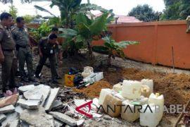 Satpol PP Bangka musnahkan 387 liter arak