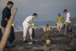 Pembersihan sampah pantai Bali-NTB