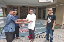 PT Timah bagikan 510 paket daging sapi di Muntok