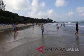 Ribuan warga padati Pantai Tanjung Krasak