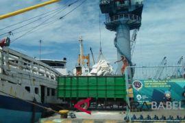 Pelabuhan barang Pangkalbalam kembali beroperasi
