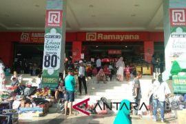 Pusat perbelanjaan di Pangkalpinang ramai pengunjung