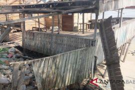 Satu rumah warga di Bangka Tengah rusak diterjang ombak