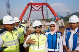Menteri BUMN kunjungi jembatan Kalikuto