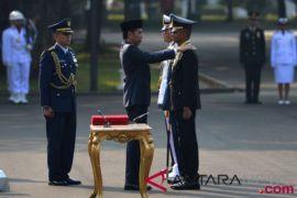 Presiden Jokowi ingatkan para perwira mengabdi kepada negara