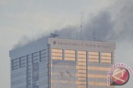 Polisi lanjutkan olah TKP kebakaran gedung Kemenhub