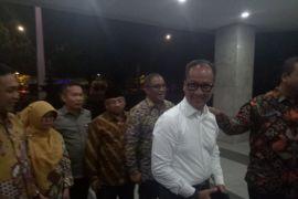 Agus Gumiwang tiba di kantor Kemensos