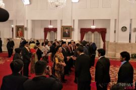 Presiden Jokowi anugerahkan tanda kehormatan kepada delapan tokoh