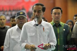 Presiden Jokowi jenguk korban gempa di tenda kesehatan