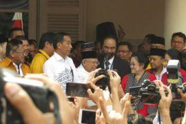 Selawat badar sambut kedatangan Jokowi dan Ma'ruf Amin