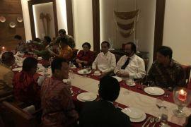 Jokowi diapit Mega-Paloh dalam pertemuan koalisi