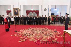 Presiden Jokowi saksikan pengucapan sumpah jabatan hakim konstitusi