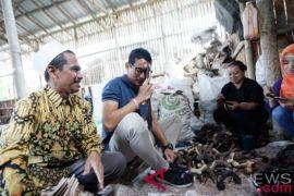 Sandiaga Uno kunjungi sentra kerajinan tanduk di Magelang