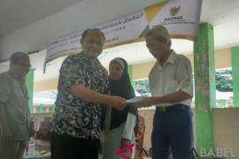 Baznas Babel salurkan zakat kepada mustahik di Belitung