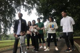 Presiden Jokowi ajak keluarganya bersantai di Istana Bogor