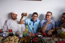 Sandiaga Uno nikmati kuliner di Pasar Kuto Palembang