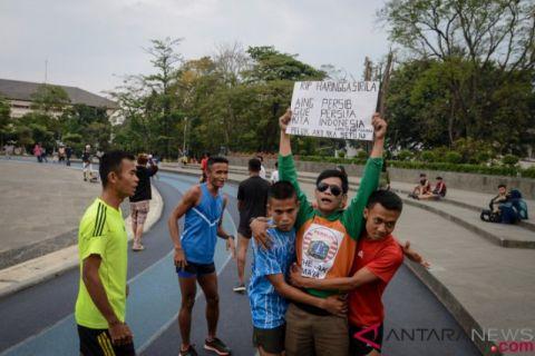 Aksi Damai Suporter Indonesia