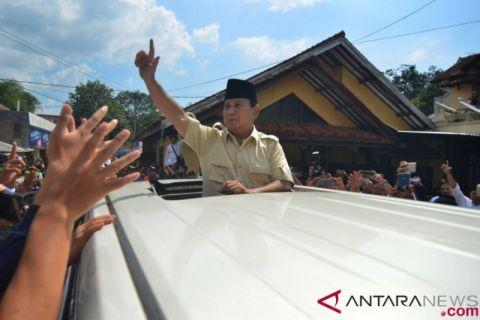 Prabowo Menziarahi Makam Abah Anom Suryalaya