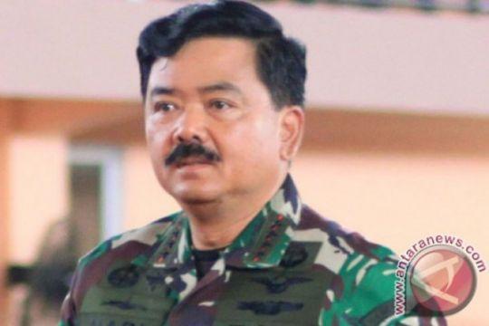 Panglima TNI berikan beasiswa kepada Yohanis Gama Marschal Lau