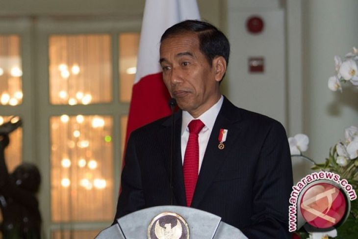 President Jokowi witnesses distribution of social allowances in Banjar